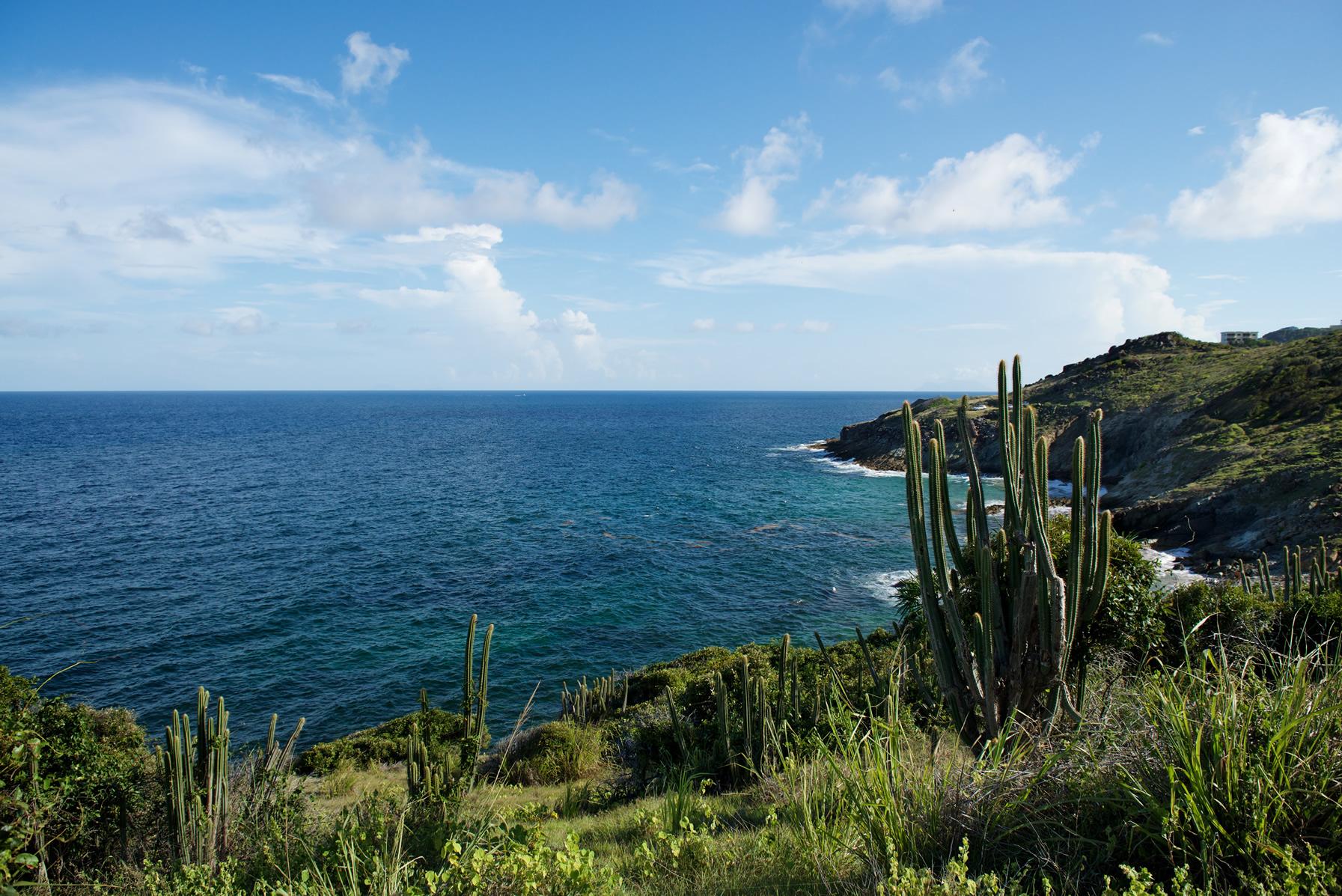 Geniet van een schitterend uitzicht terwijl je langs de kust naar de 'Natural Pool' wandelt