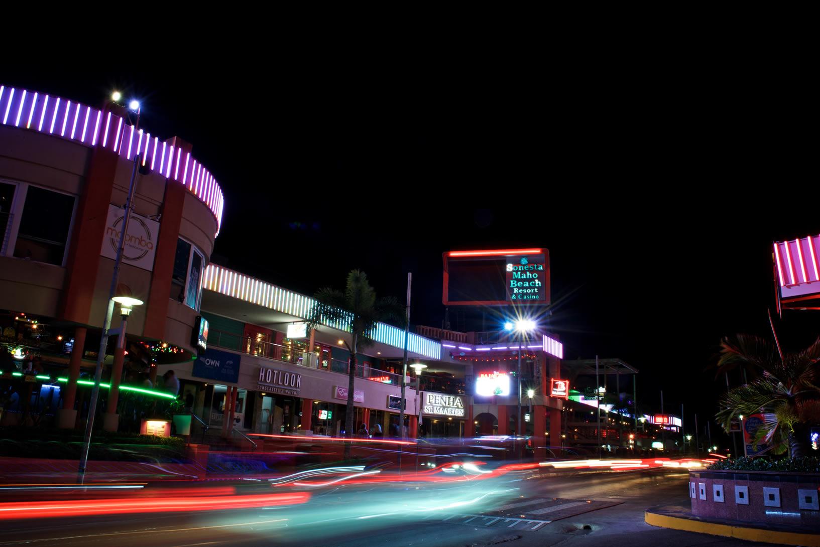 Ervaar het nachtleven in een van de vele bars aan de Simpson Bay strip