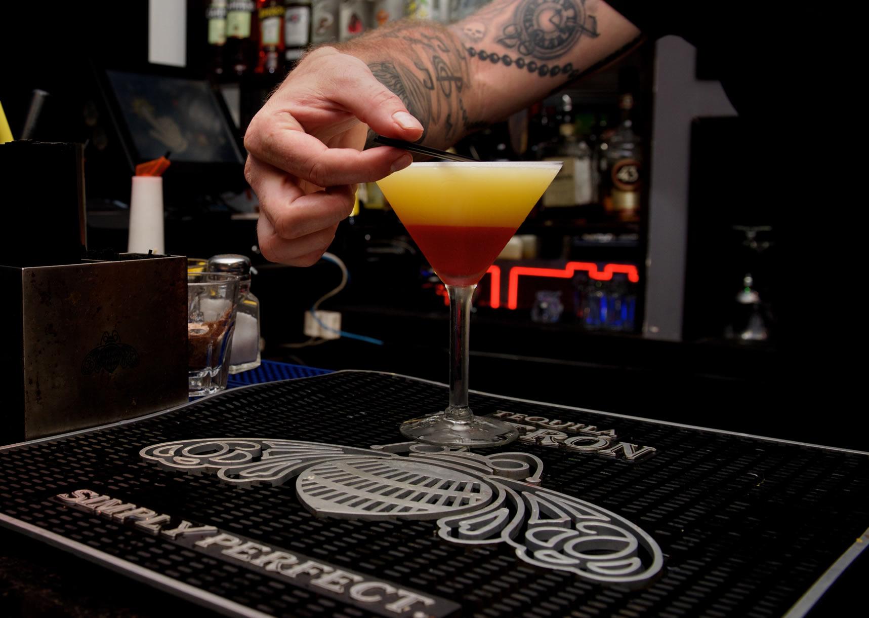 Neem deel aan een rondleiding in Toppers Rhum Distillery en proef vele smaken rum