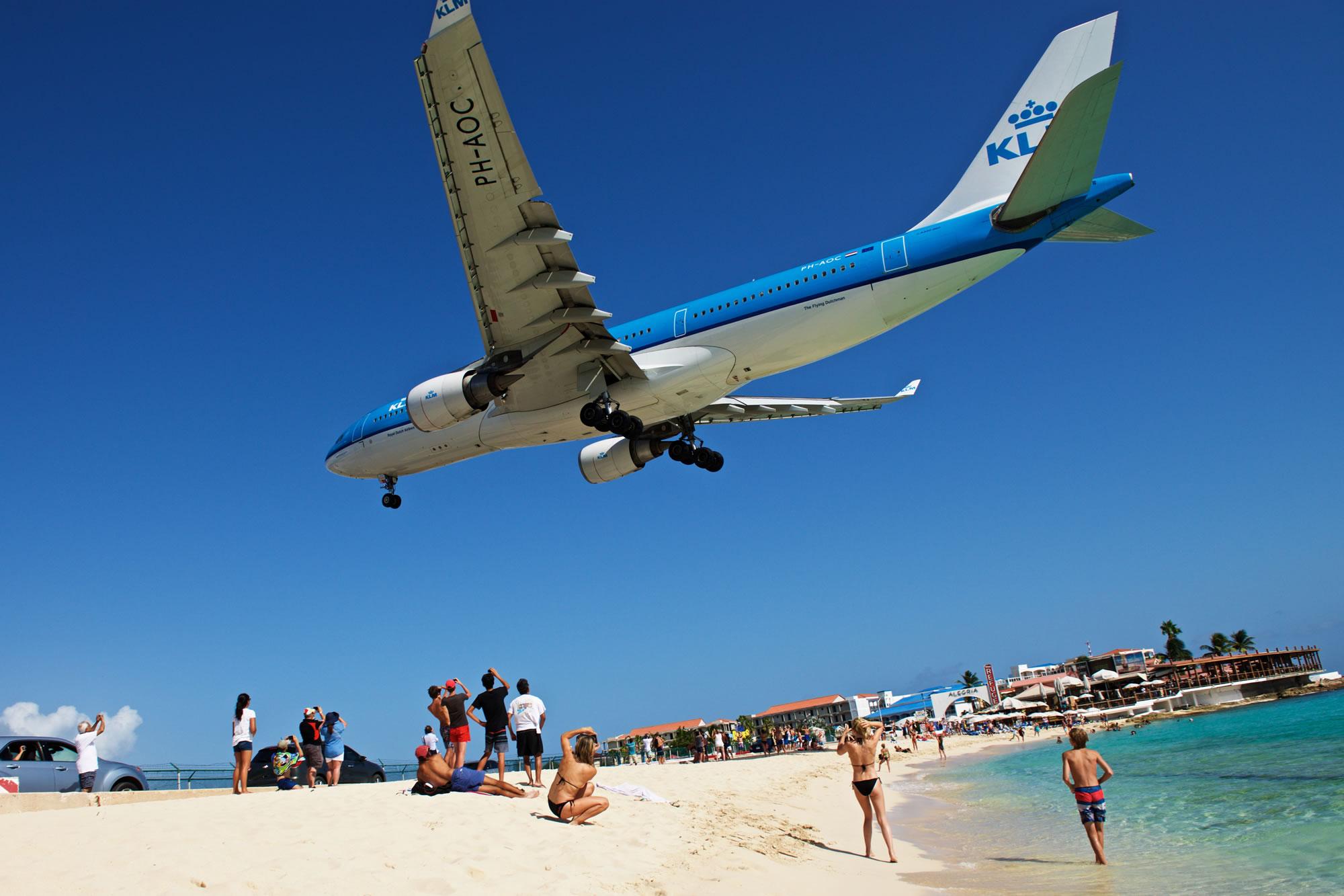 Neem een iconische foto van een vliegtuig dat land op Maho Beach